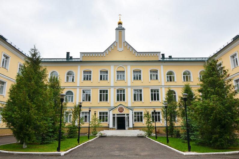 Пермская духовная семинария. Сюжет
