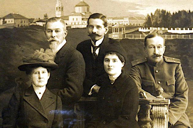 Свидетельство верности: А. В. Гендрикова и Е. А. Шнейдер