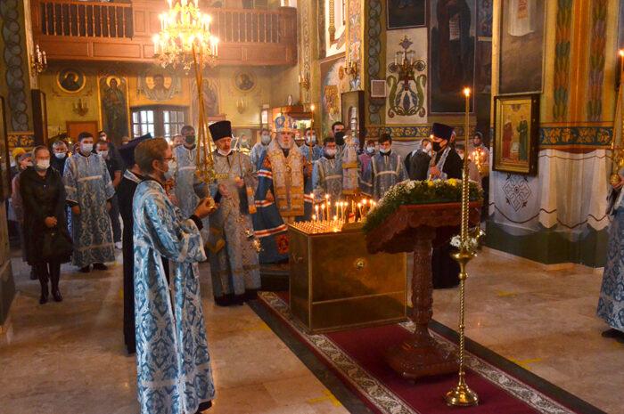 Глава Пермской митрополии совершил панихиду по жертвам трагедии в Перми