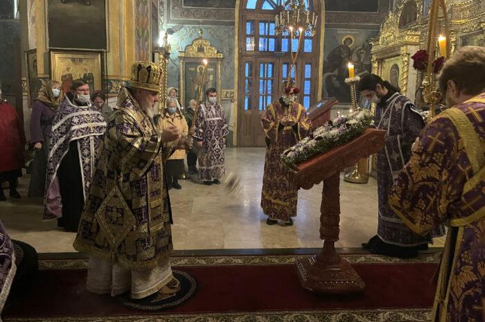Архипастырь совершил всенощное бдение с чином Воздвижения Креста